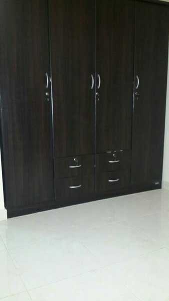 Used Cloth Wardrope in Dubai, UAE