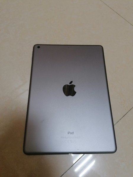 Used I pad apple 6th generation apple pencil in Dubai, UAE
