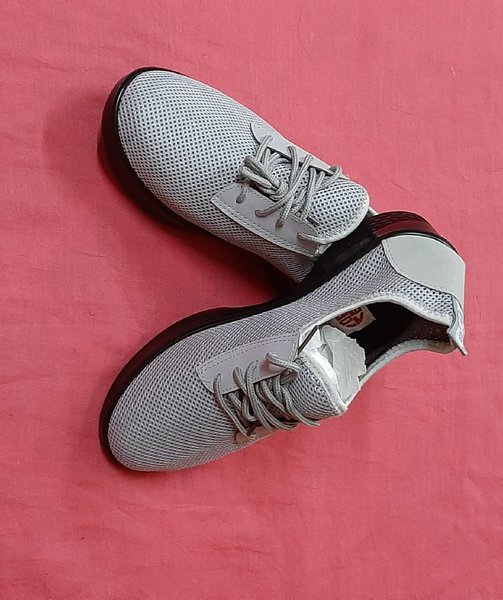 Used 39 size shoes for her in Dubai, UAE