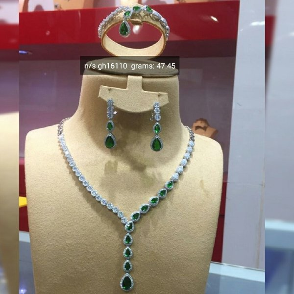 Used Silver Full set. Green blue Red colors in Dubai, UAE