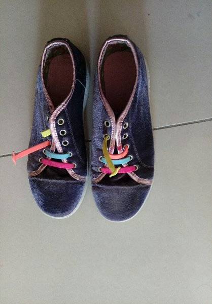 Used Purple sports shoes in Dubai, UAE