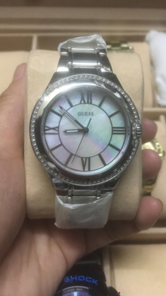 Used Guess watch for ladies. Silver  in Dubai, UAE
