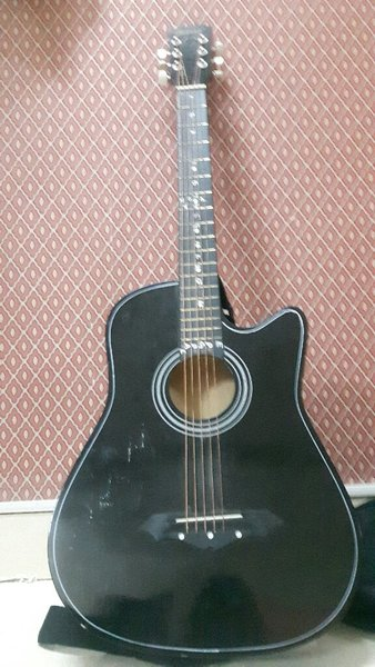 Used Guitar for sell in Dubai, UAE