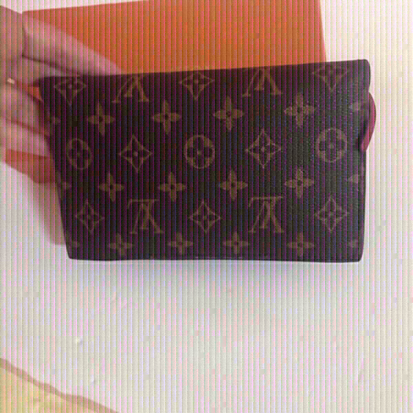 Used Louis Vuitton small size bag 💼 in Dubai, UAE