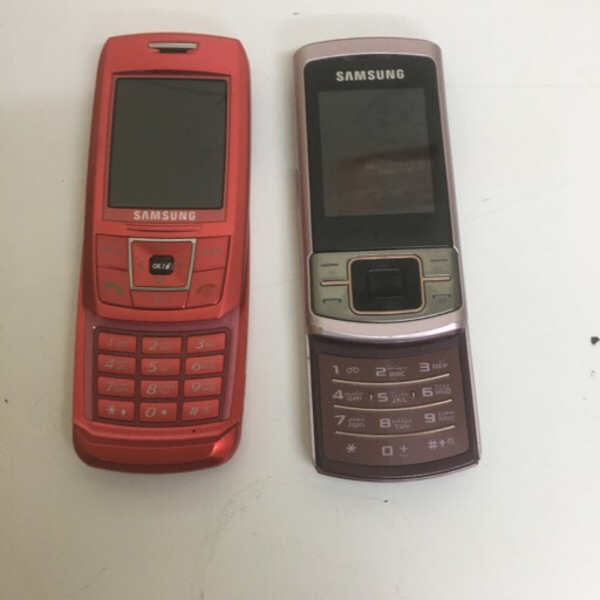 Used 2 unit cute Samsung mobile not working  in Dubai, UAE