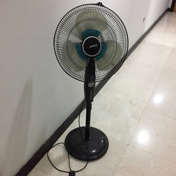 Used Elects Plug in Standing Fan  in Dubai, UAE