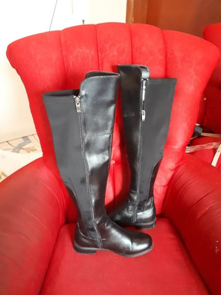 Used Fabulous long boots till the knee in Dubai, UAE