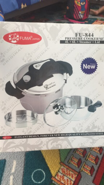 Used 2 pressure cooker 4L and 6L with steamer in Dubai, UAE