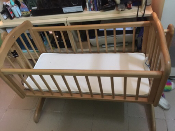 Used Baby crib in Dubai, UAE