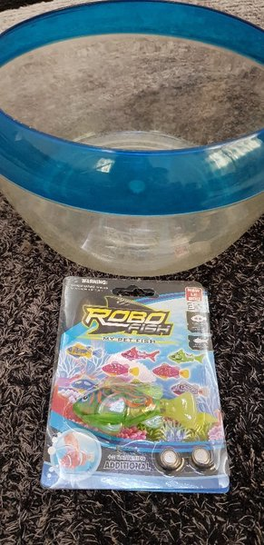 Used Robot Fish and Plastic Bowl in Dubai, UAE