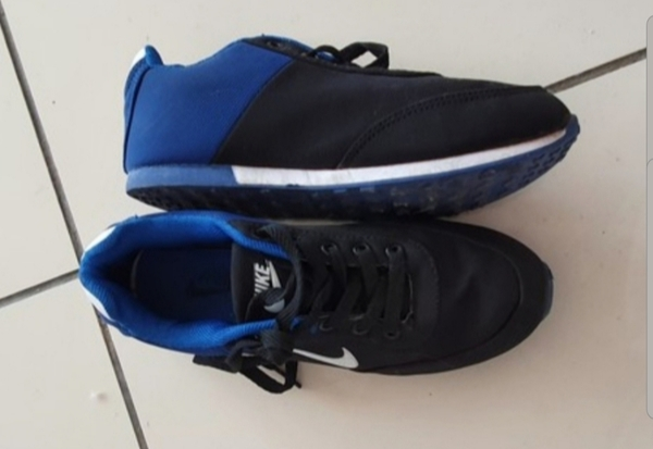 Used Blue Nike size 35 shoes for kids new in Dubai, UAE