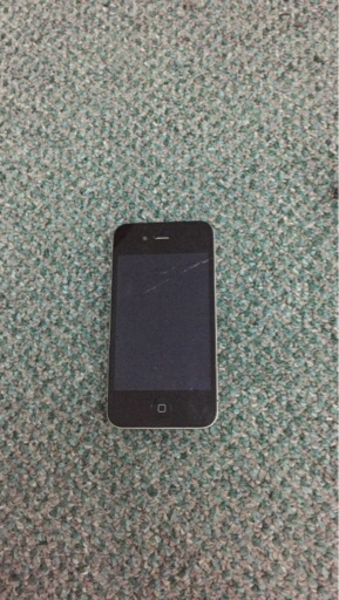 Used iPhone 4 (not turning on) in Dubai, UAE