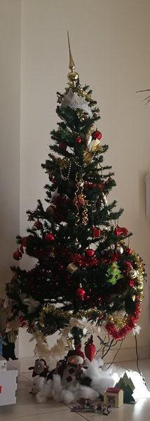 Used Christmas tree and all decorations. in Dubai, UAE