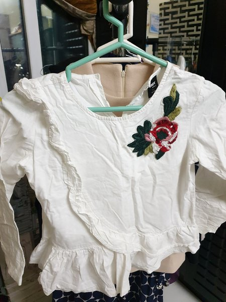 Used White top/7 -8 years old in Dubai, UAE