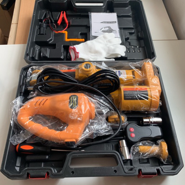 Used Automatic car jack and wrench 10kg NEW in Dubai, UAE