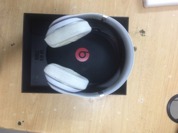 Used Beats studio 2 wired original 💯 white in Dubai, UAE