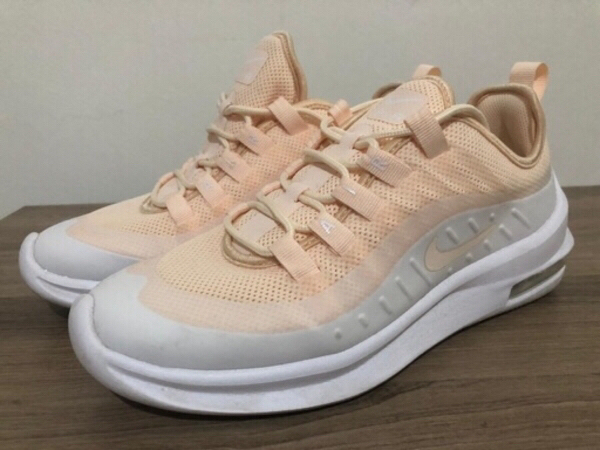 Used Orig Nike Air Max Shoes Size 7 for Women in Dubai, UAE