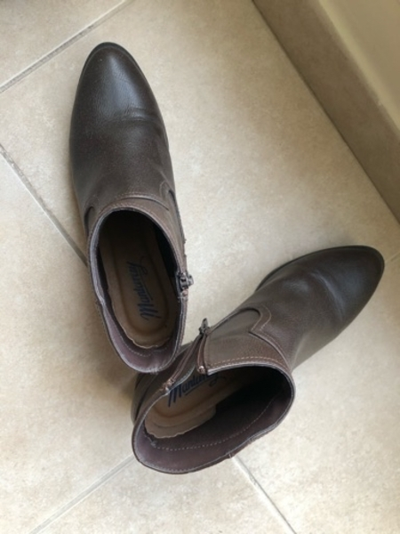 Used Authentic Mantaray ankle boots in Dubai, UAE