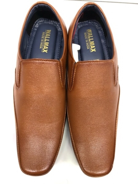 Used Brown color shoe 👞/new/size-40/42 (7/8) in Dubai, UAE