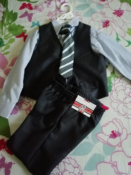 Used 4 set for boys 4 years old in Dubai, UAE