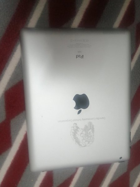 Used Ipad 2 with free case and charging cable in Dubai, UAE