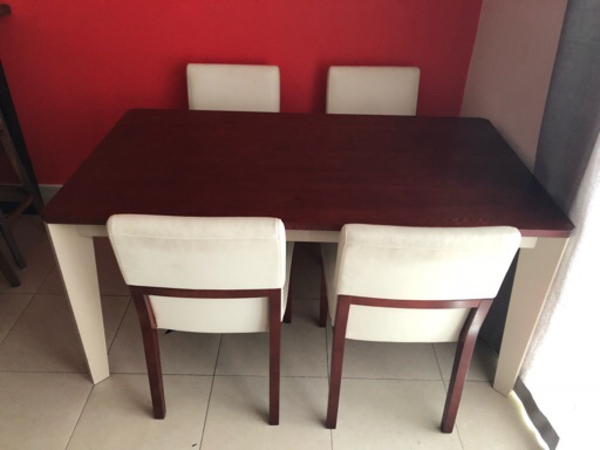 Used Beautiful dining table with 4 chairs in Dubai, UAE