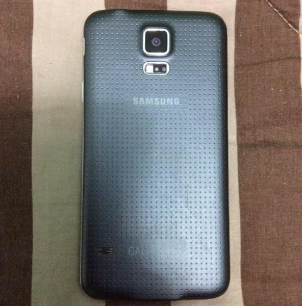 Used samsung s5 used and have small scracth in Dubai, UAE