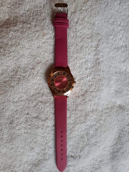 Used Watch rose gold with pink Marc Jacobs in Dubai, UAE