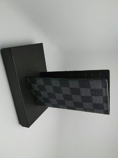Used LV. Wallet Unisex in Dubai, UAE