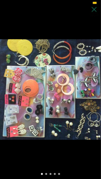 Used 50 sets of earrings, mostly new in Dubai, UAE