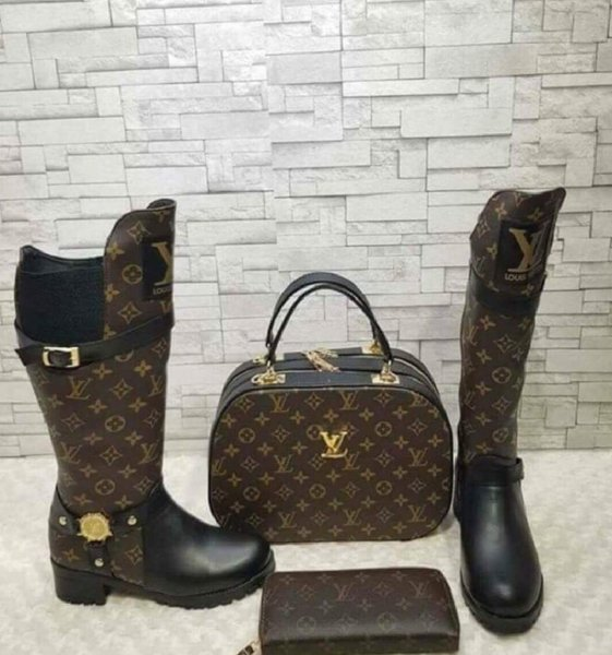 Used LOUIS VITTON LONG BOOTS BAG SET in Dubai, UAE