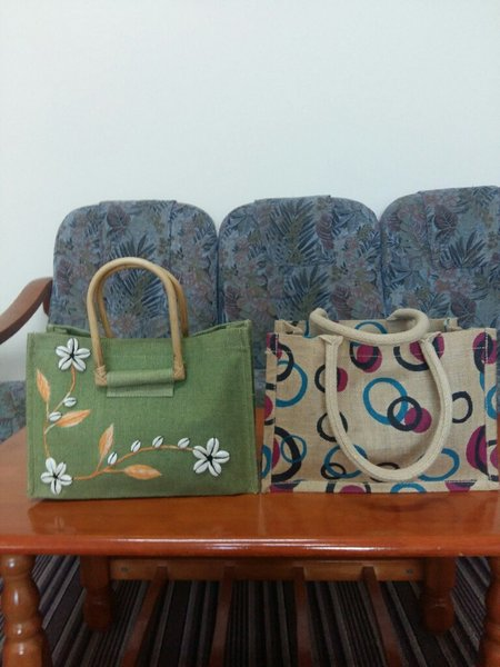 Used 2 new jute bags in Dubai, UAE