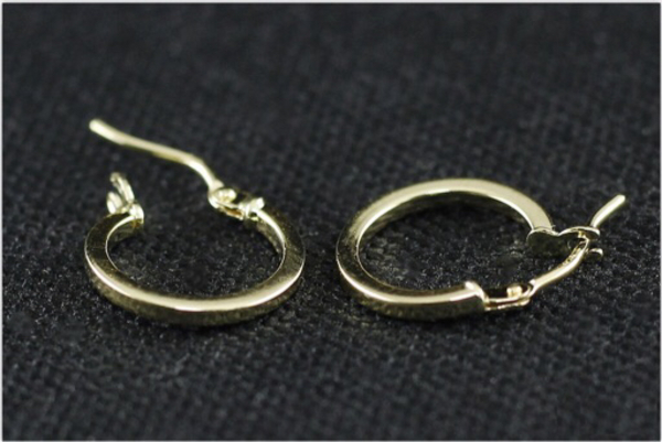 Used 18k italian gold earrings in Dubai, UAE