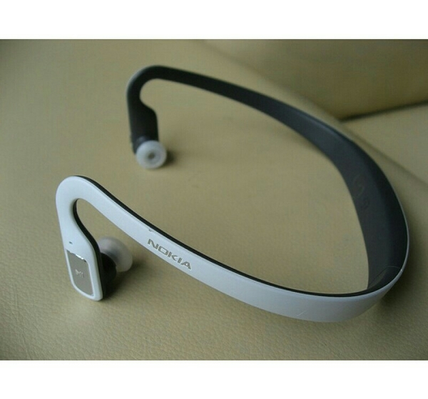 Used NOKIA Bluetooth Headset + charger - brand new without Box in Dubai, UAE