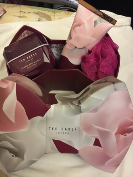 Used Original Ted Baker Shower set w/ Shimmer in Dubai, UAE