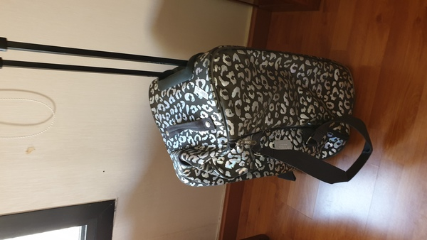 Used Victoriasecert trolly bag🗨sepcial offer in Dubai, UAE