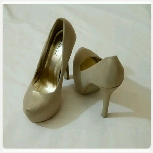 Used High heels shoes golden color size-37 in Dubai, UAE