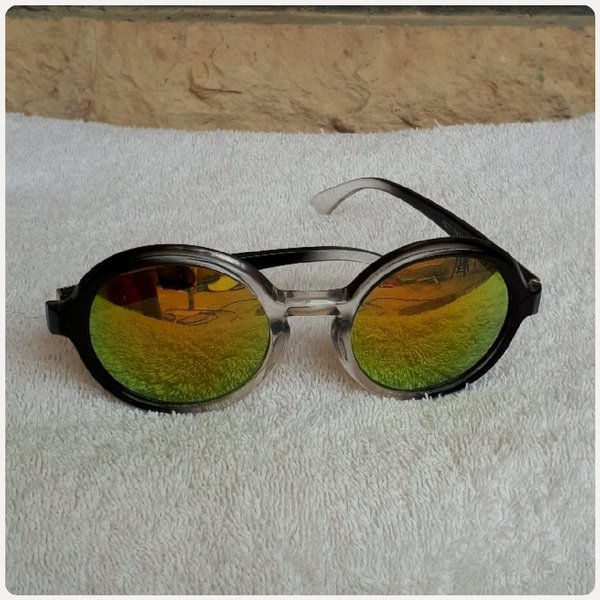 Used Summer sungglass wear in Dubai, UAE