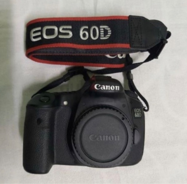 Used Canon 60D with 70-300mm for sale 1500AED in Dubai, UAE