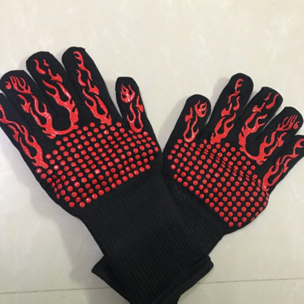 Used BBQ Gloves Flame 🔥 pattern red black in Dubai, UAE