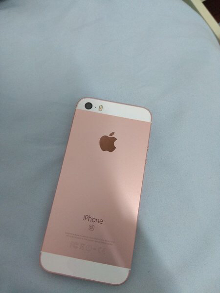 Used I phone se in Dubai, UAE