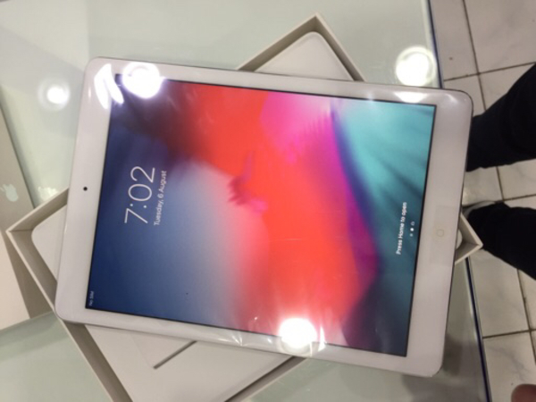 Used iPad Air 1 32gb brand new with box in Dubai, UAE