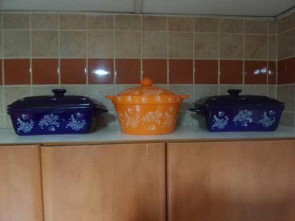 Used Ceramic Cooking pots  in Dubai, UAE