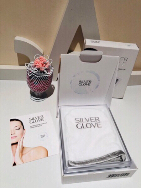 Used Make-Up remover glove in Dubai, UAE