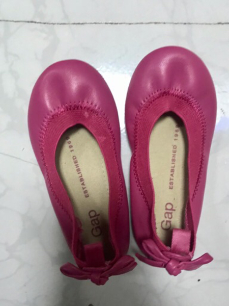 Used Shoes for baby age 1 to 2 years old gap in Dubai, UAE