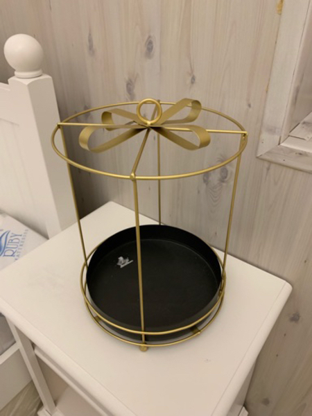 Used Gold gift stand negotiable in Dubai, UAE