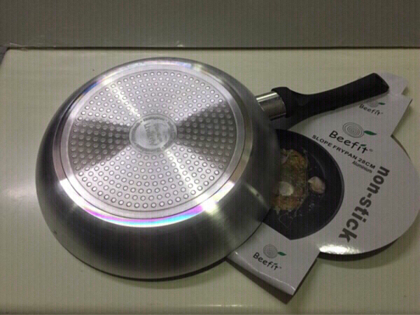Used Non stick frying pan 28 cm new in Dubai, UAE