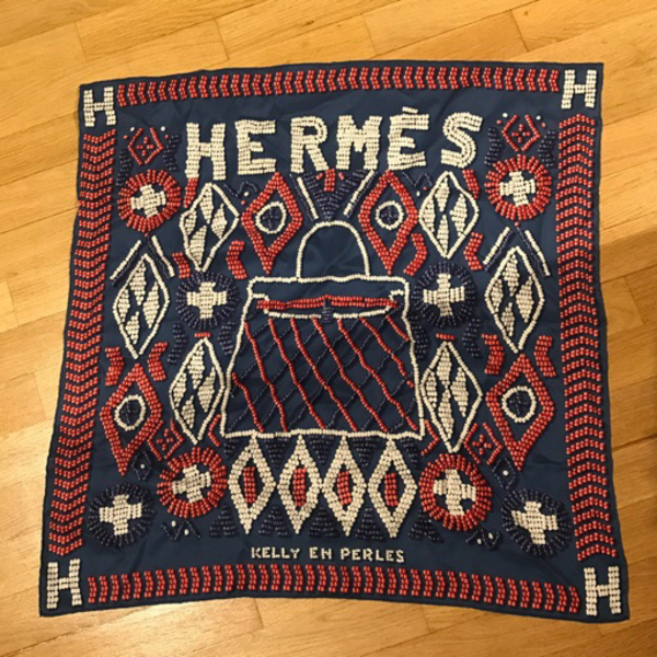 Used Hermes foulard silk Kelly en Perles in Dubai, UAE