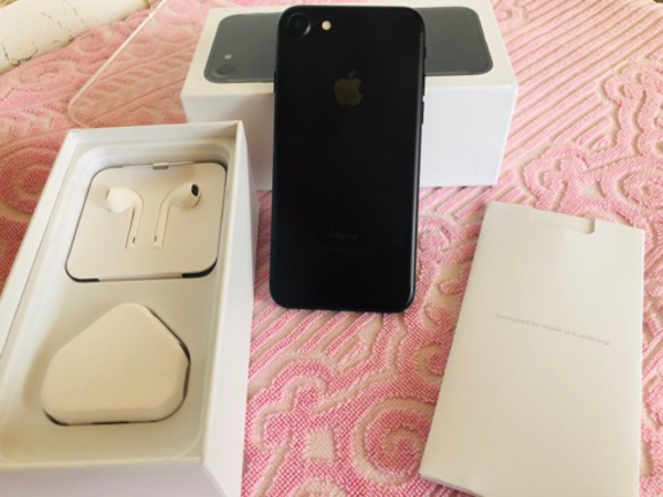 Used iPhone 7 128 GB ( Complete box )like new in Dubai, UAE