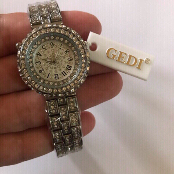 Used Silver color Gedi watch for women  in Dubai, UAE